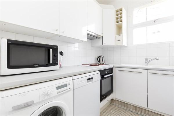 Appartement 3 pi ces de standing moderne avec 2 chambres for Appartement meuble a louer paris 16