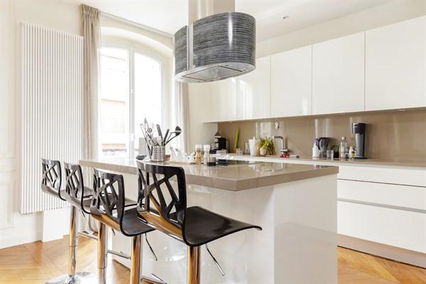 Appartement de prestige de 3 chambres typiquement - Agence specialisee location meublee paris ...