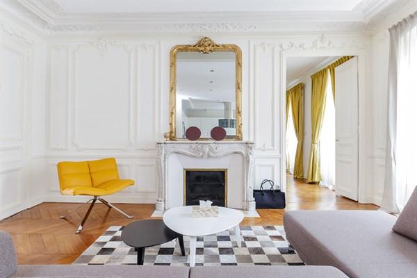 Appartement de prestige de 3 chambres typiquement for Chambre au mois paris