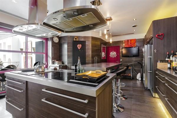 h tel particulier de luxe avec 3 chambres et salle de sport porte maillot neuilly maison. Black Bedroom Furniture Sets. Home Design Ideas