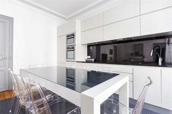 f4 familial de 3 chambres louer l 39 ann e meubl vaugirard paris 15 me vaugirard l. Black Bedroom Furniture Sets. Home Design Ideas