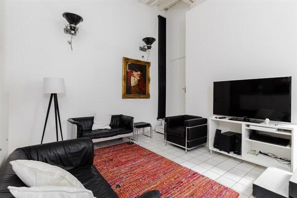 maison de luxe rue mouffetard avec jardin dans le quartier latin paris 5 me la contrescarpe. Black Bedroom Furniture Sets. Home Design Ideas