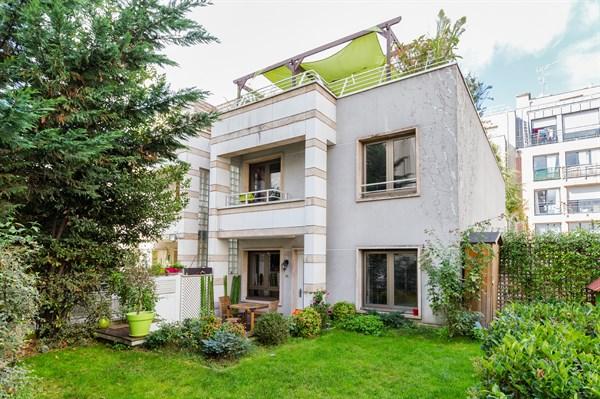 Elegante e moderna villa su 3 piani di 160 m2 totali e con for Piani di fattoria 4 camere da letto