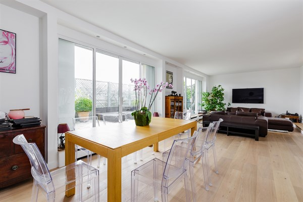 Magnifico appartamento su due piani con 4 stanze da letto for Piani di casa con appartamento suocera