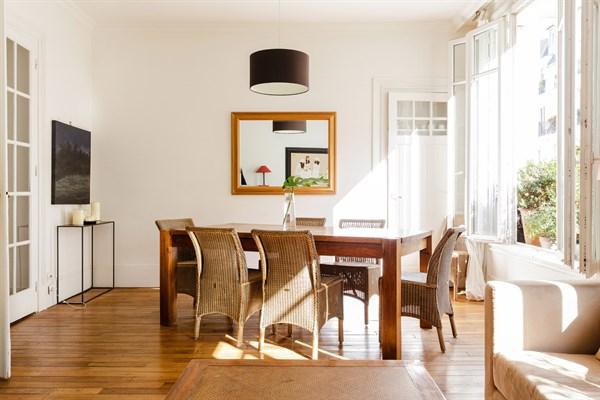 Magnifico appartamento familiare di 4 stanze da letto for Capanna con 4 camere da letto