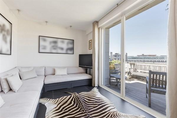 Lussuoso appartamento con 3 camere da letto e spaziosa for Appartamento con 3 camere da letto nel seminterrato