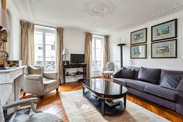 Appartamento di prestigio con 3 stanze in rue du temple for Capanna con 2 camere da letto