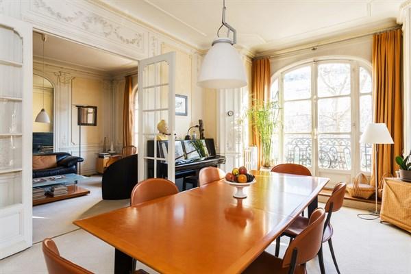 Prestigioso appartamento di due stanze in avenue bruteil for Case bellissime